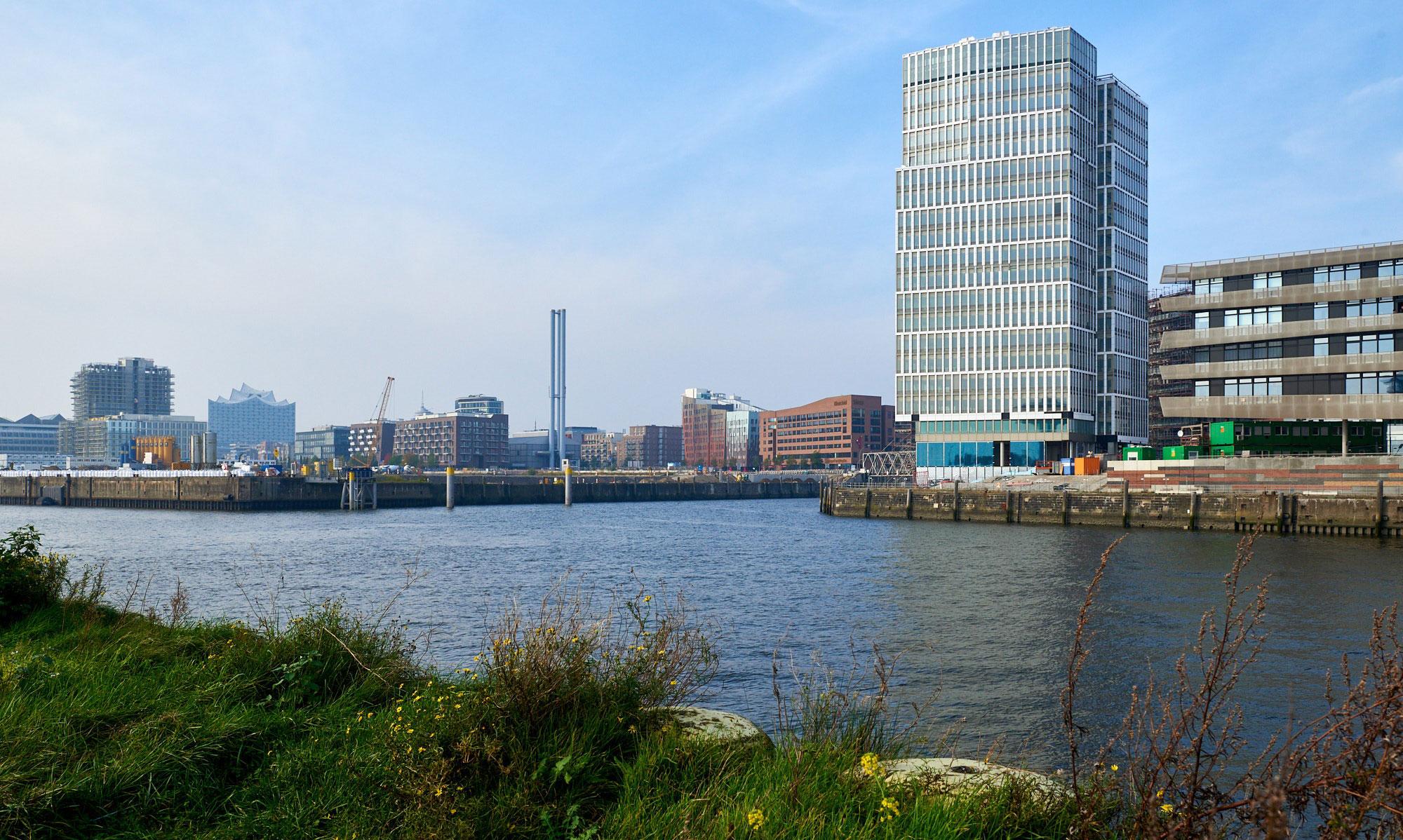 im-Vordergrund-IQ-Hamburg-Hafen-City